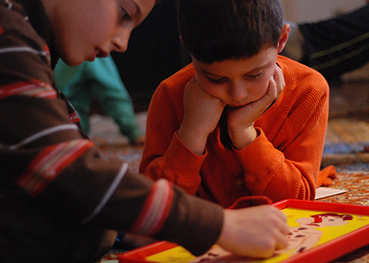 Juegos de mesa clásicos: Juego el cluedo, juegos de cartas, trivial,...