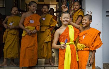 Volver al cole: Encuesta budista en Tailandia. Regreso al cole